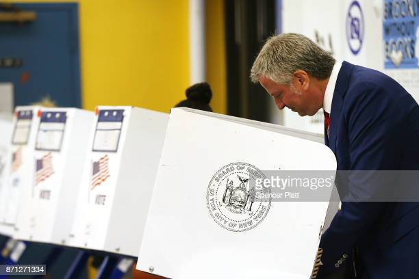 New York Mayor Bill de Blasio votes at the Park Slope Library on Election Day on November 7 2017 in the Brooklyn borough of New York City De Blasio...