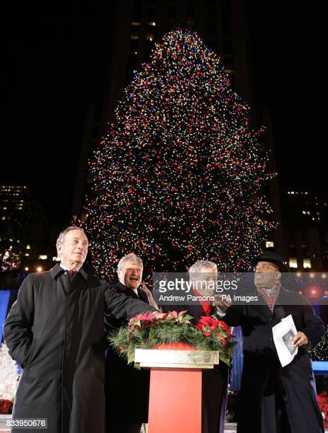 New York Mayor Michael Bloomberg owner of the Rockefeller centre Jerry I Speyer Tony Bennett and NBC weatherman and entertainer Al Roker at the...