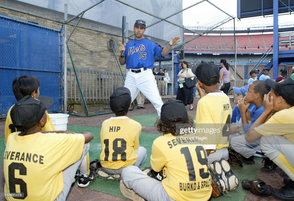"""Carlos Beltran Holds a Clinic for """"Harlem RBI"""" and Pledges $500 for Every RBI -"""