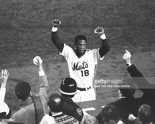 New York Mets' Darryl Strawberry acknowledges cheers of Shea partisans after his eighth inning homer Mets defeated the Boston Red Sox 85 in Game...