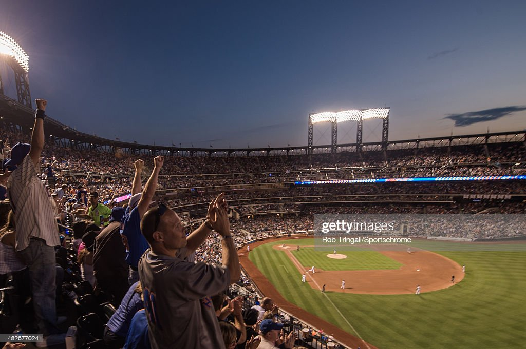 New York Mets fans react to a <a gi-track='captionPersonalityLinkClicked' href=/galleries/search?phrase=Kelly+Johnson+-+Jogador+de+basebol&family=editorial&specificpeople=4520789 ng-click='$event.stopPropagation()'>Kelly Johnson</a> home run in the fifth inning during the game against the Los Angeles Dodgers at Citi Field on July 25, 2015 in the Queens borough of New York City.