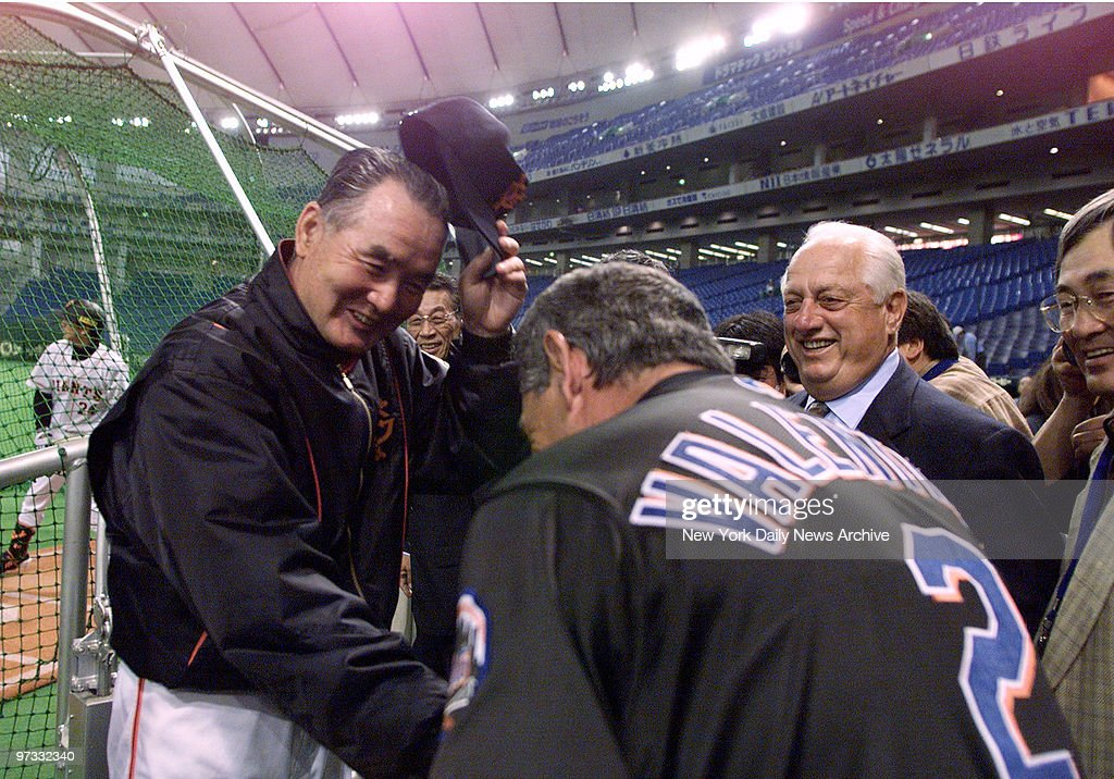 New York Mets' manager Bobby Valentine bows to Tokyo Giants' manager Shigeo Nagashima who doffs his hat in return at the Tokyo dome The Giants then...