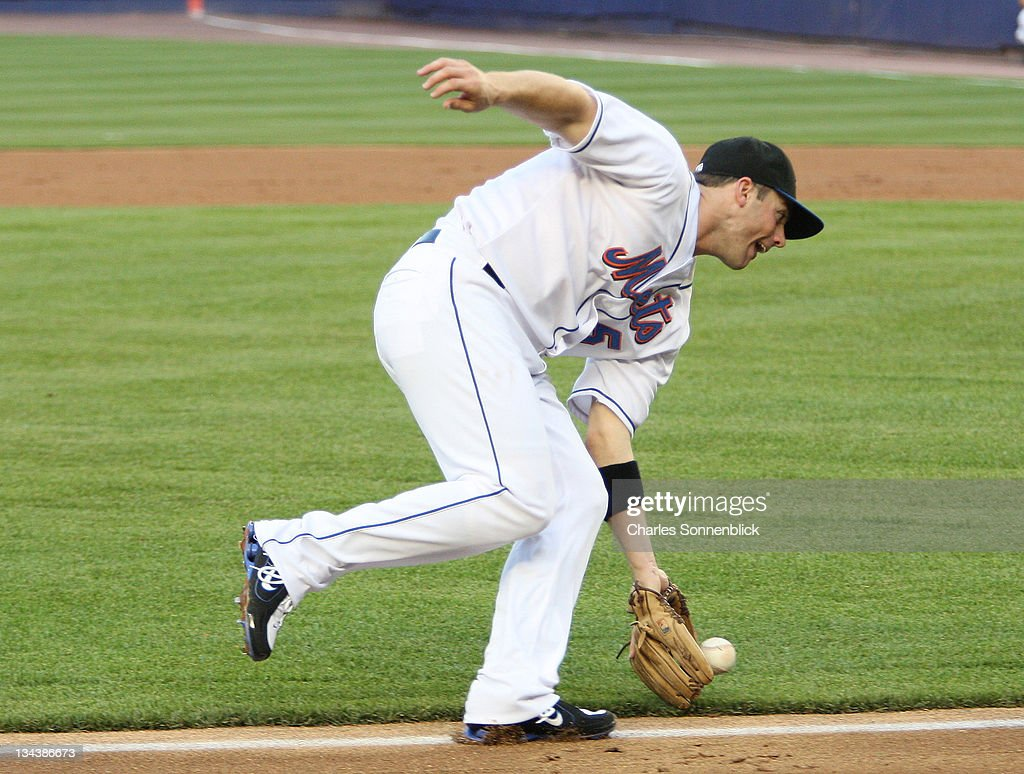 New York Mets third baseman <a gi-track='captionPersonalityLinkClicked' href=/galleries/search?phrase=David+Wright+-+Baseball+Player&family=editorial&specificpeople=209172 ng-click='$event.stopPropagation()'>David Wright</a> (5) fields a ground ball in a Major League Baseball game against the Minnesota Twins on June18, 2007 at Shea Stadium in Queens, New York.