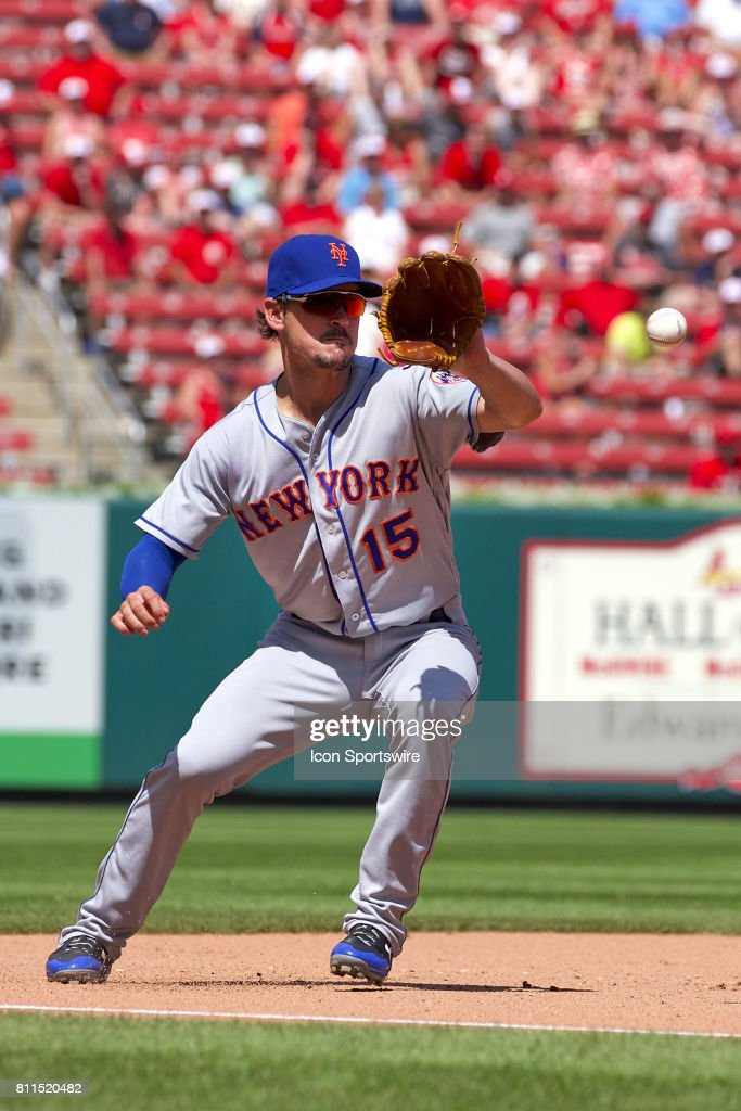 New York Mets third baseman Matt Reynolds (15) fields the ball against the St. Louis Cardinals during a MLB baseball game between the St. Louis Cardinals and the New York Mets on July 09, 2017 at the Busch Stadium in Saint Louis, MO.