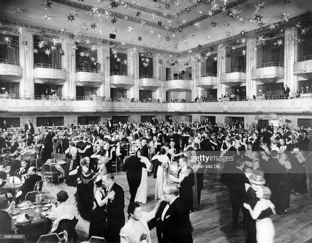 : Ball in the Waldorf Astoria - 1934 - Vintage property of ullstein bild