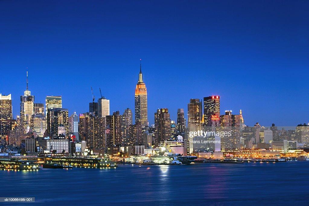 usa new york new york city midtown manhattan skyline and hudson river at dusk stock photo. Black Bedroom Furniture Sets. Home Design Ideas