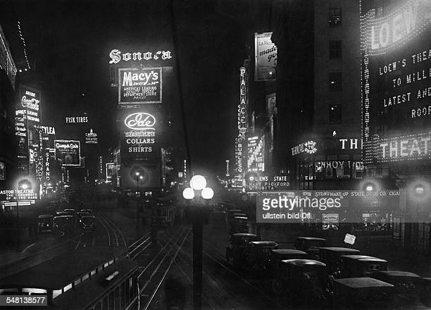 USA New York New York City Neon signs in New York 1920 Photographer Walter Gircke Vintage property of ullstein bild