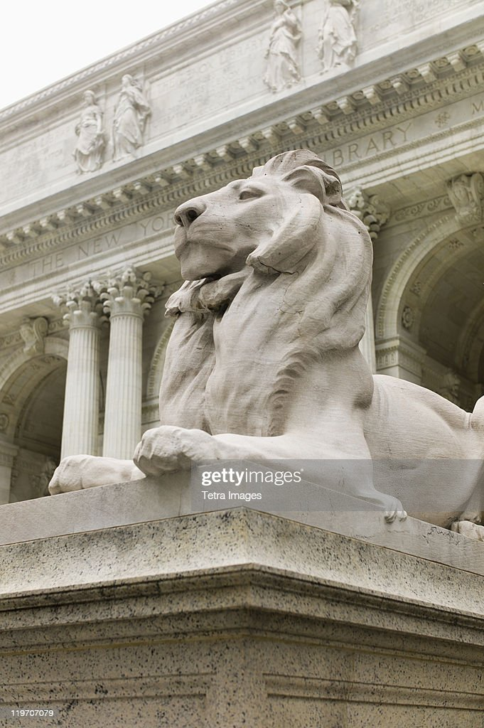 USA, New York, New York City, New York Public Library, Close up of sculpture of lion