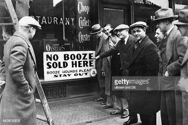 USA New York New York City USA population Prohibition of alcohol USA 19201933 New York restaurant with a sign in the shop window 'No Booze Sold Here...