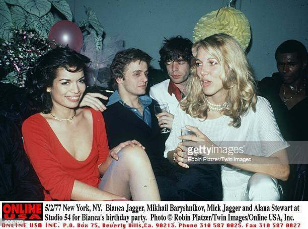 New York NY Bianca Jagger Mikhail Baryshnikov Mick Jagger and Alana Stewart at Studio 54 for Bianca's birthday party