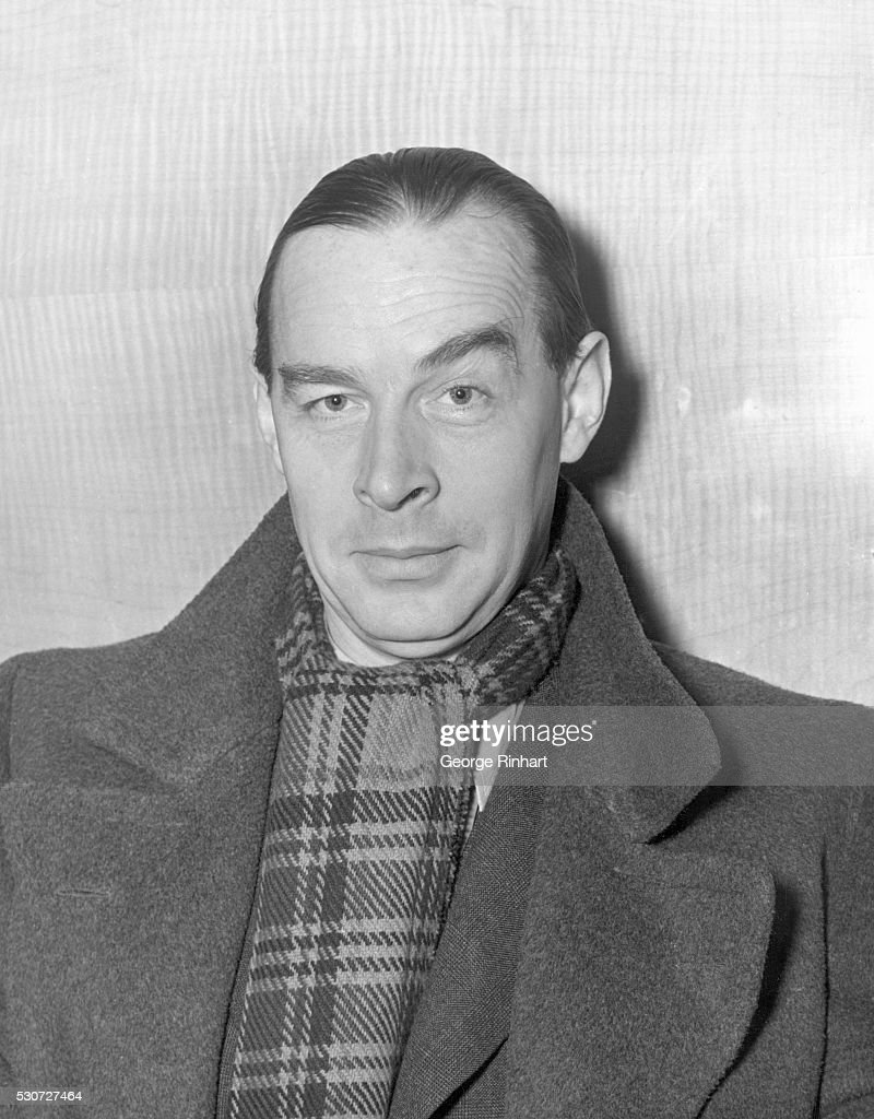 German novelist <a gi-track='captionPersonalityLinkClicked' href=/galleries/search?phrase=Erich+Maria+Remarque&family=editorial&specificpeople=894627 ng-click='$event.stopPropagation()'>Erich Maria Remarque</a> arrives in New York aboard the S.S. Queen Mary. Undated portrait of Remarque in coat and scarf.