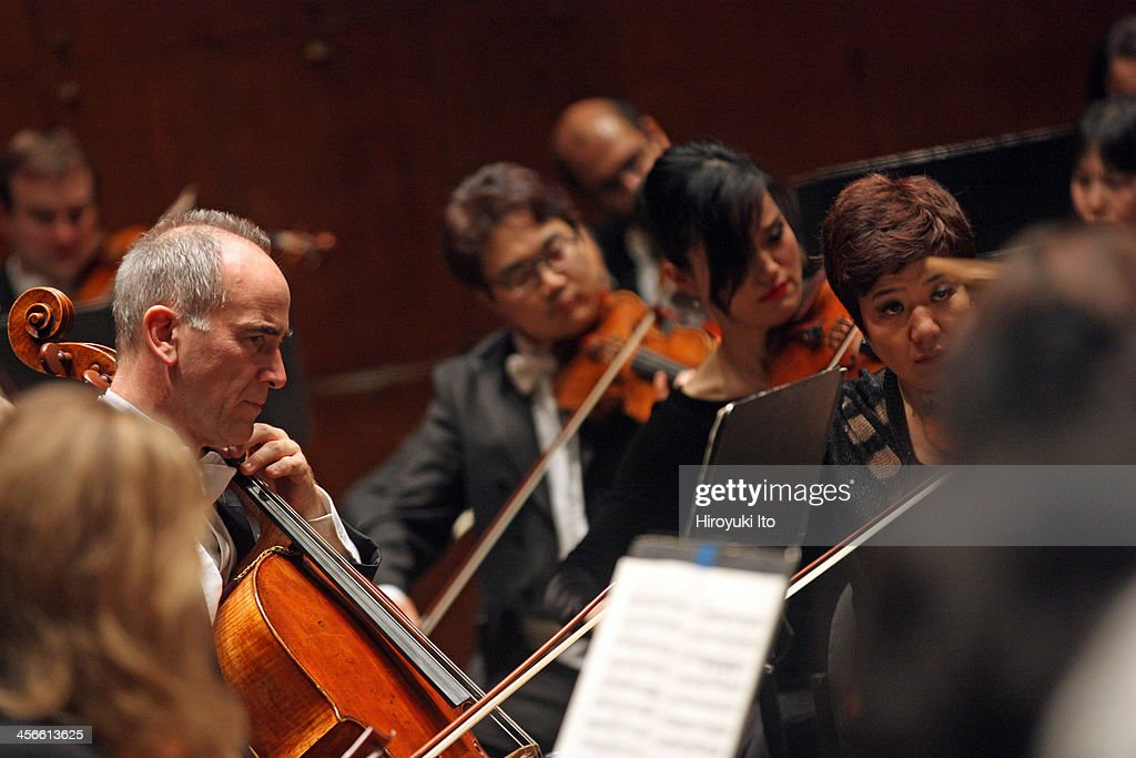 New York Philharmonic performing at Avery Fisher Hall on Thursday night December 5 2013This imageNew York Philharmonic performing Mendelssohn's...