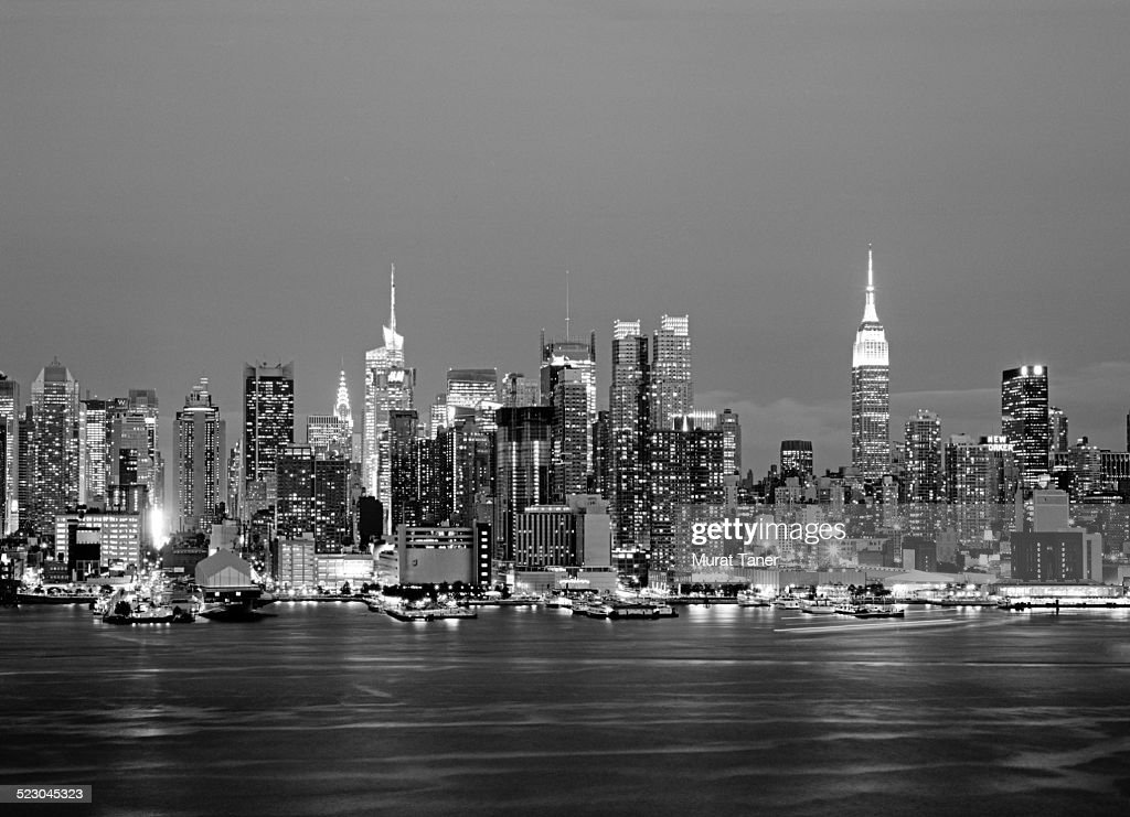 new york skyline at night stock photo getty images. Black Bedroom Furniture Sets. Home Design Ideas