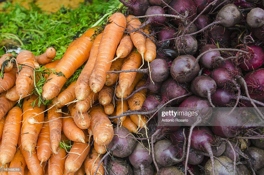 USA, New York, Stack of carrots and beets : Stock Photo