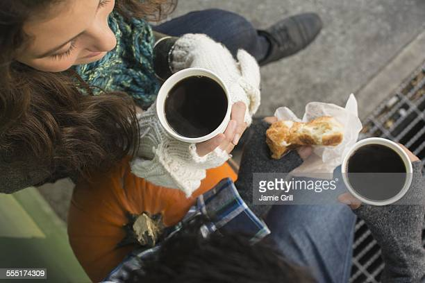 USA, New York State, New York City, Brooklyn, Directly above view of couple drinking coffee