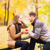 USA, New York State, New York City, Young man proposing to young woman in Central Park