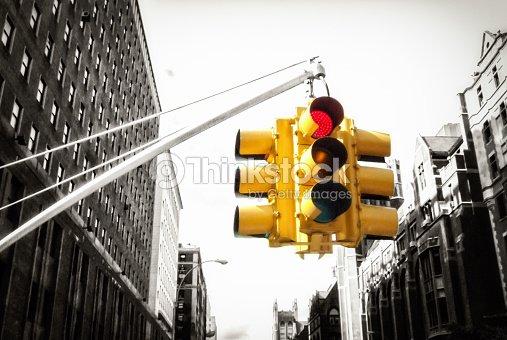 New York Semaforo Su Con Sfondo Bianco E Nero Foto Stock Thinkstock