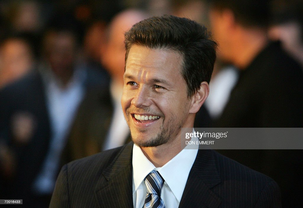 Actor Mark Wahlberg arrives at the Warner Bros. Pictures premiere of 'The Departed' at the Ziegfeld Theatre 26 September 2006 in New York.
