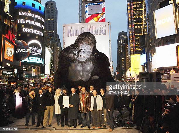Cast members and New York City Mayor Michael Bloomberg pose in front of a giant King Kong sculpture 05 December 2005 in New York's Times Square to...