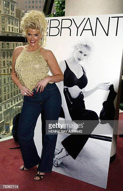 In this 08 August 2000 file photo model Anna Nicole Smith poses next to a mockup of the billboard for the Lane Bryant Venezia Jeans line which was...