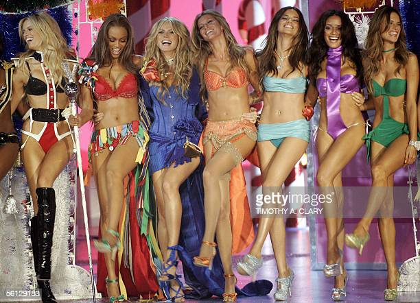 Models Tyra Banks Heidi Klum Gisele Bundchen and other models perform at the end of the Victoria's Secret Fashion Show in New York 09 November 2005...