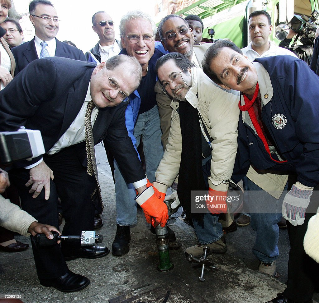 Politicians deliver heating oil to a cooperative apartment building 17 November, 2006 in the Bronx, New York. The delivery was the initial low-cost heating oil of the CITGO-Venezuela heating oil program to the 60-unit building. (L-R) Venezuelan Ambassador to the US Bernardo Alvarez, Citizens Energy Corporation Chairman Joseph Kennedy II, (an unidentified man), CITGO Petroleum Corporation President Felix Rodriguez, and US Representative Jose Serrano. AFP PHOTO/DON EMMERT