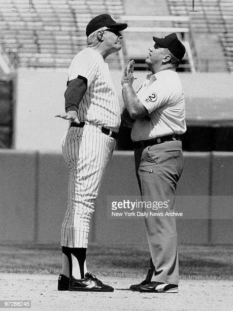 New York Yankees' manager Dallas Green argues with Durwook Merrill after the umpire called Minnesota Twins' Greg Gagne safe on steal of second base...