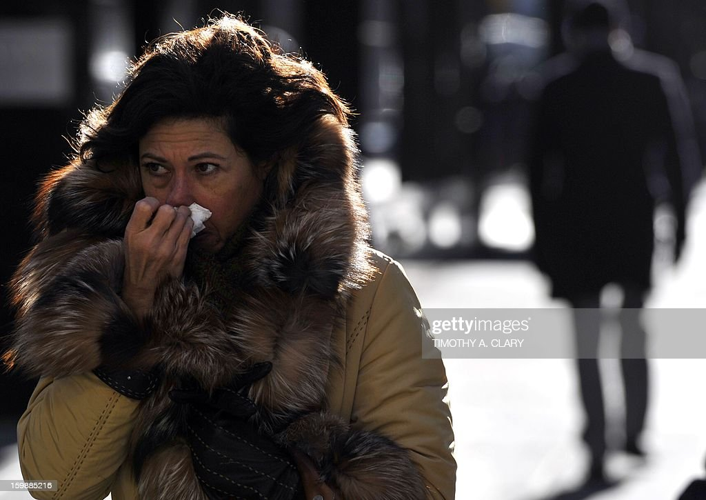 New Yorkers bundle up as they deal with the blast of cold weather that hit the East Coast January 22, 2013 creating bone-chilling cold temperatures. An Arctic blast gripped the US Midwest and Northeast on Tuesday, with winds pushing down the mercury to feel like 50 degrees Fahrenheit below zero (minus 46 degrees Celsius) and enough snow and ice to cancel schools and make roads slick. AFP PHOTO / TIMOTHY A. CLARY