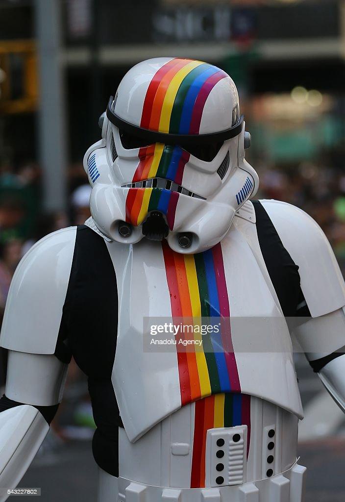 New York'ta ecinsel ve dier gruplarn (LGBT) düzenledii bir yürüyü gerçekleti. Manhattan'da bir çok sokan kapatlmasyla düzenlenen yürüyüte özellikle Orlando'daki saldry protesto eden pankartlar tand. Binlerce kiinin katld ve polisin youn güvenlik önlemi ald yürüyüte bir çok enstantane meydana geldi.