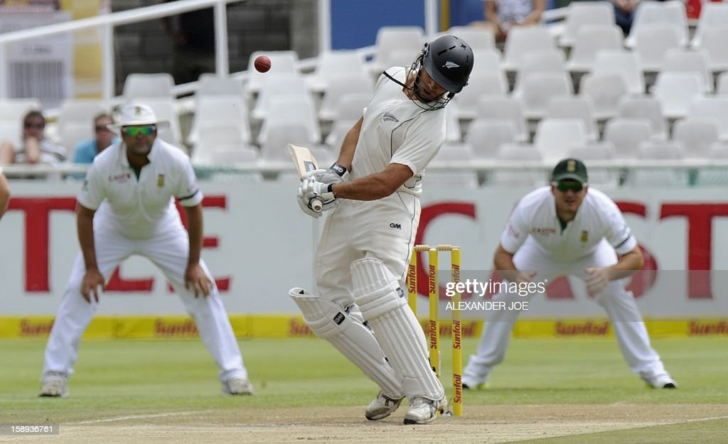 New Zealand batsman BJ Watling avoids a bouncer on day 3 of the first Test match between South Africa and New Zealand, in Cape Town at Newlands on January 4, 2013. AFP PHOTO / ALEXANDER JOE