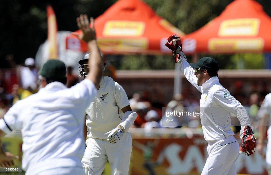 New Zealand batsman Chris Martin (L) is caught out by South Africa wicketkeeper AB de Villiers (R) during day 3 of the first Test match between South Africa and New Zealand, in Cape Town at Newlands, on January 4, 2013. South Africa won the 5 day Test in 3 days.