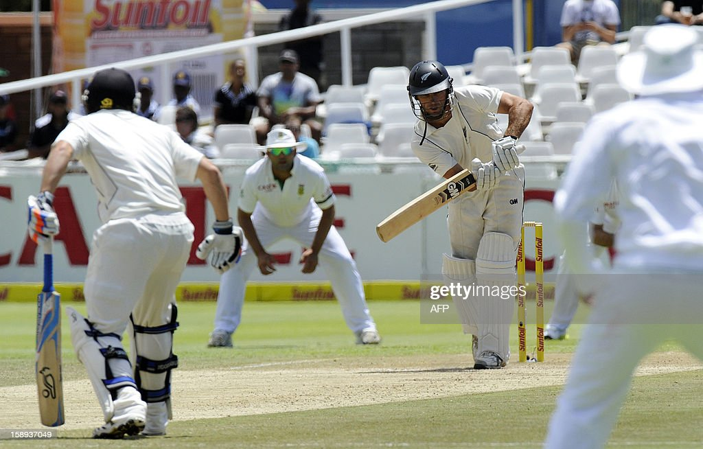 New Zealand batsman Dean Brownlie plays a shot during day 3 of the first Test match between South Africa and New Zealand, in Cape Town at Newlands, on January 4, 2013.