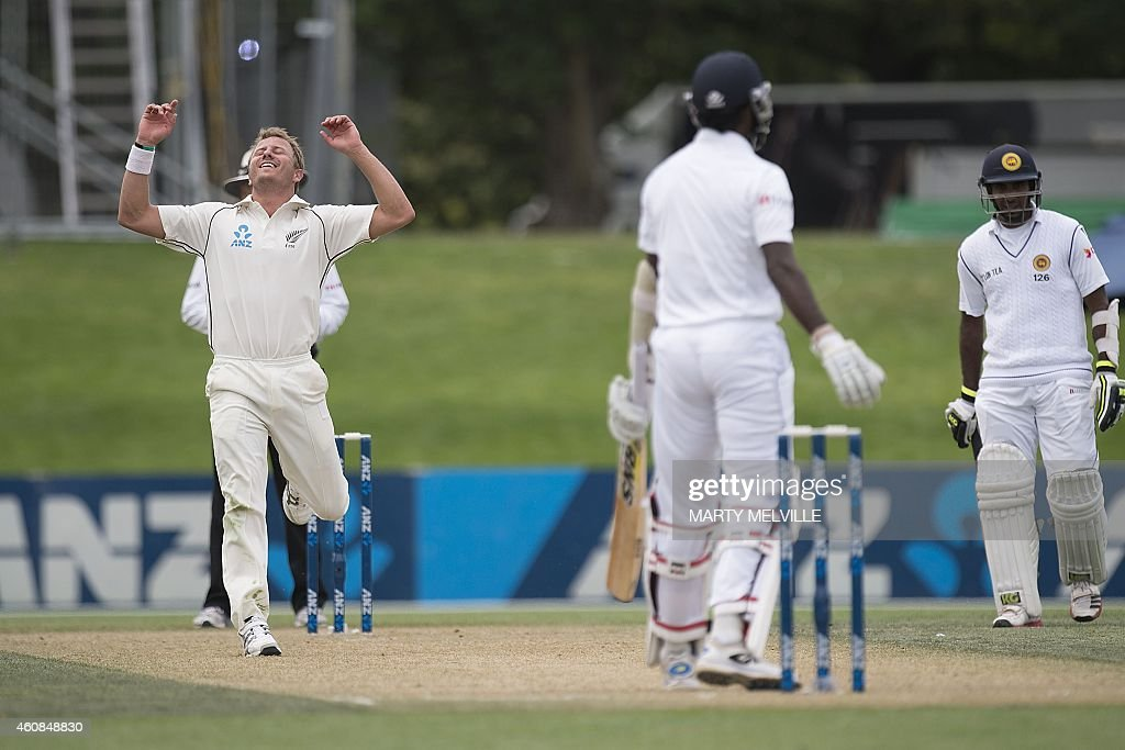 New Zealand bowler <a gi-track='captionPersonalityLinkClicked' href=/galleries/search?phrase=Neil+Wagner+-+Giocatore+di+cricket&family=editorial&specificpeople=12902899 ng-click='$event.stopPropagation()'>Neil Wagner</a> (L) reacts to a missed catch off Sri Lanka's <a gi-track='captionPersonalityLinkClicked' href=/galleries/search?phrase=Shaminda+Eranga&family=editorial&specificpeople=8049726 ng-click='$event.stopPropagation()'>Shaminda Eranga</a> during day two of the first International Test cricket match between New Zealand and Sri Lanka at Hagley Park Oval in Christchurch on December 27, 2014. AFP PHOTO / MARTY MELVILLE