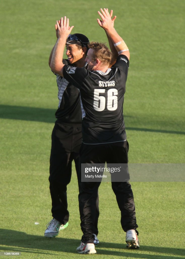 New Zealand celebrate <a gi-track='captionPersonalityLinkClicked' href=/galleries/search?phrase=Kamran+Akmal&family=editorial&specificpeople=221679 ng-click='$event.stopPropagation()'>Kamran Akmal</a> of Pakistan being caught out during game four of the One Day International Series between New Zealand and Pakistan at McLean Park on February 1, 2011 in Napier, New Zealand.