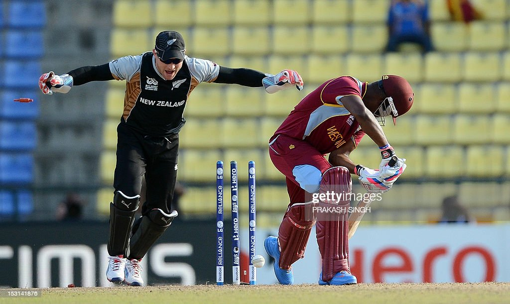 New Zealand cricketer Brendon McCullum (L) celebrates the clean bowl of West Indies cricketer Darren Bravo (R) by Nathan McCullum during the ICC Twenty20 Cricket World Cup's Super Eight match between New Zealand and West Indies at the Pallekele International Cricket Stadium in Pallekele on October 1, 2012. AFP PHOTO/ Prakash SINGH
