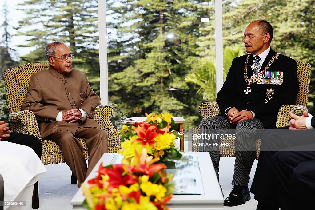 New Zealand Governor-General Jerry Mateparae (R) speaks with Indian President Pranab Mukherjee following a welcome ceremony at Government House in Auckland on April 30, 2016. Mukherjee, the first Indian president to visit New Zealand, is on a three-day official visit. / AFP / POOL / Hannah Peters