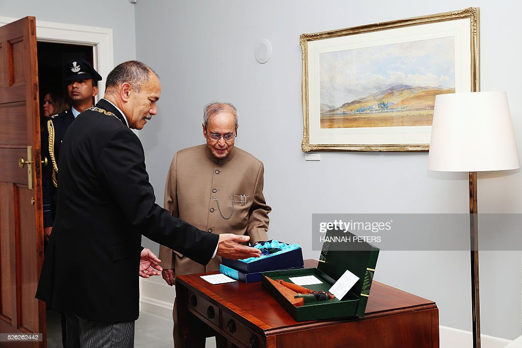 New Zealand Governor-General Jerry Mateparae (L) speaks with Indian President Pranab Mukherjee following a welcome ceremony at Government House in Auckland on April 30, 2016. Mukherjee, the first Indian president to visit New Zealand, is on a three-day official visit. / AFP / POOL / Hannah Peters