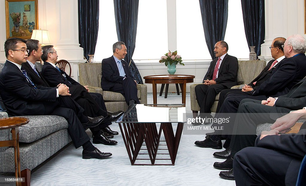 New Zealand Governor-General Jerry Mateparae (centre R) speaks with Singapore's Prime Minister Lee Hsien Loong (centre L) during a meeting at Government House in Wellington on October 8, 2012. Lee Hsien Loong is on a three day visit to New Zealand.