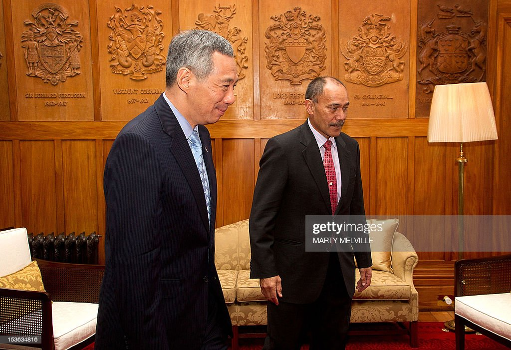 New Zealand Governor-General Jerry Mateparae (R) walks beside Singapore's Prime Minister Lee Hsien Loong during a meeting at Government House in Wellington on October 8, 2012. Lee Hsien Loong is on a three day visit to New Zealand.