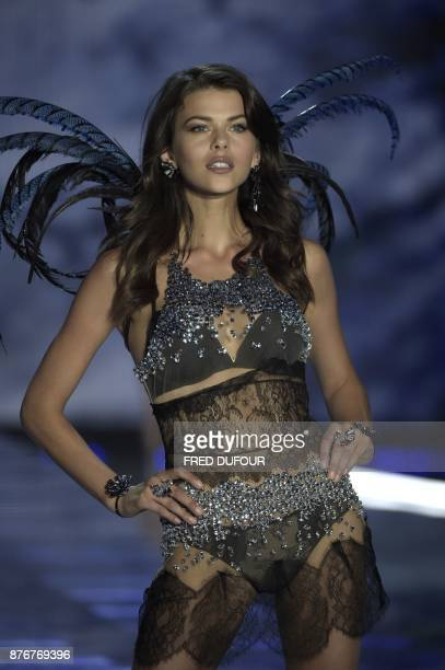New Zealand model Georgia Fowler presents a creation during the 2017 Victoria's Secret Fashion Show in Shanghai on November 20 2017 / AFP PHOTO /...