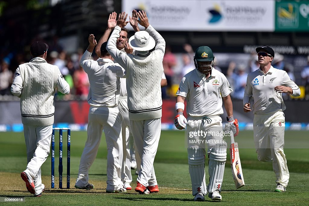 New Zealand players celebrate David Warner (Centre R) of Australia being caught during the first cricket Test match between New Zealand and Australia at the Basin Reserve in Wellington on February 12, 2016. AFP PHOTO / MARTY MELVILLE / AFP / Marty Melville