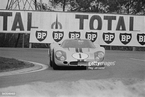 New Zealand racecar driver Bruce McLaren in the Ford GT40 Mk IV during a test run for the '24 Hours of Le Mans' race 14th April 1967