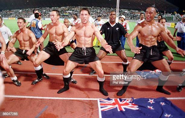New Zealand sevens players Caleb Ralph left Bruce Reihana Dallas Seymour Joeli Vidiri and Jonah Lomu celebrate their Gold medal in the Commonwealth...