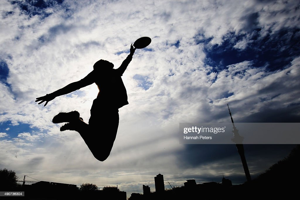 New Zealand Ultimate Frisbee player Zev Fishman dives for a frisbee ...