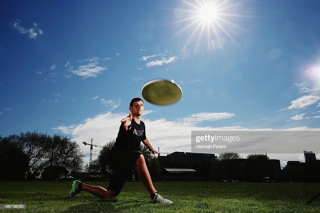 New Zealand Ultimate Frisbee player Zev Fishman throws a frisbee ...
