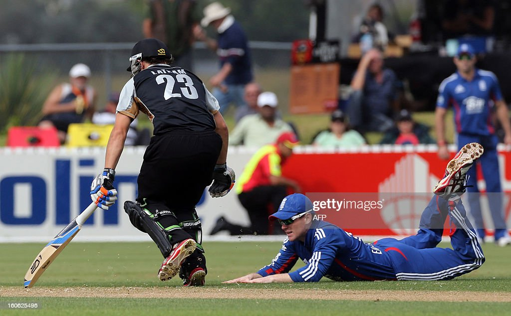 New Zealand XI's Tom Latham (L) makes his ground ahead of the throw by England's Eion Morgan during the warm up Twenty20 cricket match between the New Zealand XI and England at Cobham Oval in Whangarei on Febuary 4, 2013. AFP PHOTO / Michael BRADLEY