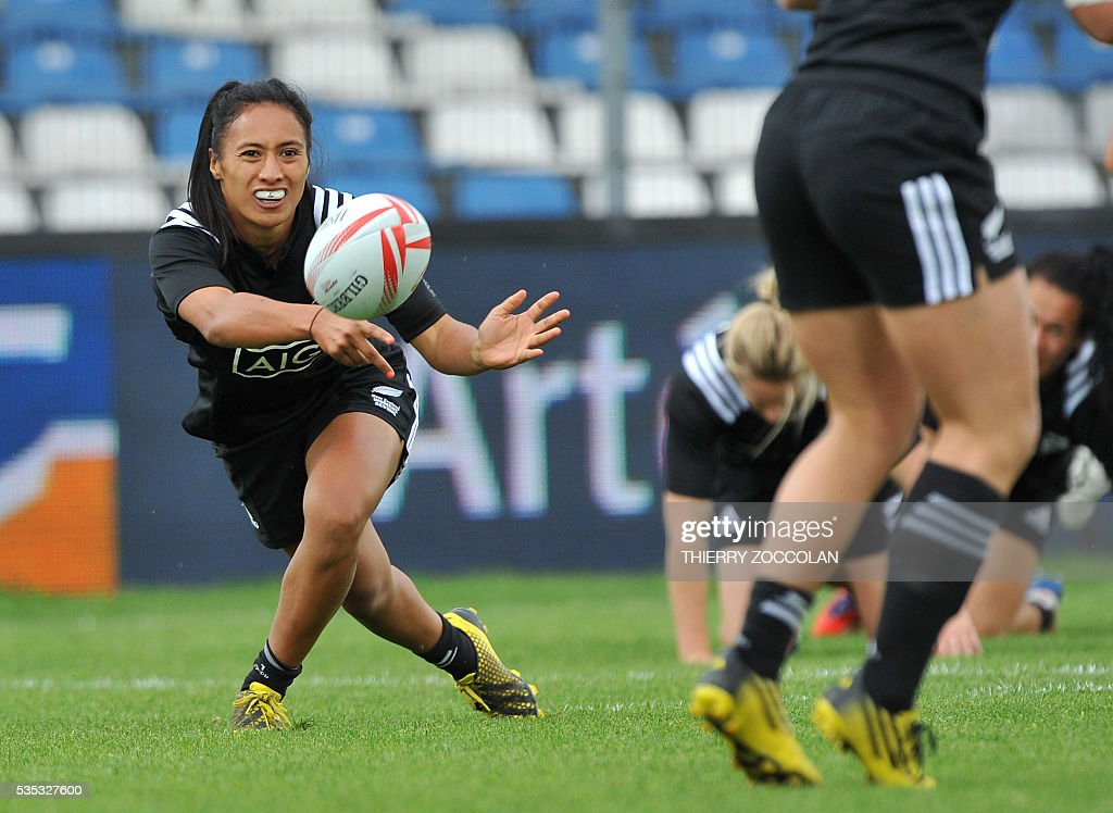 New Zealander Katarina Whata-Simpkins (L) passes the ball during the HSBC World Rugby Women' Sevens Series match between Australia and New Zealand on May 29, 2016 at the Gabriel Montpied stadium in Clermont-Ferrand, central France, on May 29, 2016.