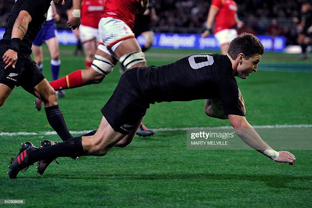 New Zealand's Beauden Barrett scores a try during the third rugby union Test match between the New Zealand All Blacks and Wales at Forsyth Barr Stadium in Dunedin on June 25, 2016. / AFP / Marty Melville