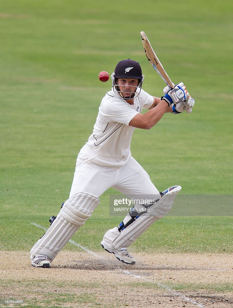 New Zealand's BJ Watling bats on the last day of the four day warm-up international cricket match between New Zealand XI and England in Queenstown on March 2, 2013. AFP PHOTO / Marty MELVILLE