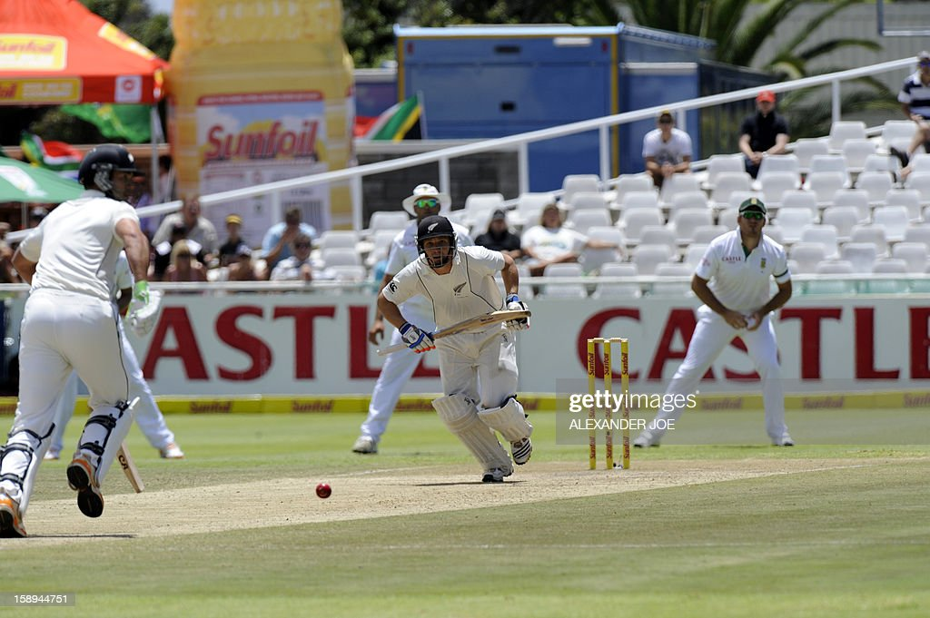New Zealand's BJ Watling runs on day 3 of the first Test match between South Africa and New Zealand, in Cape Town at Newlands on January 4, 2013. AFP PHOTO / ALEXANDER JOE